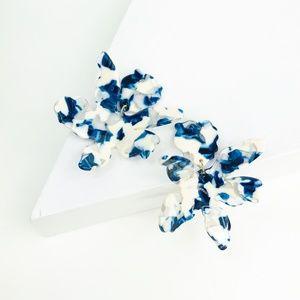 CLOSET REHAB Jewelry - Paper Lily Earrings in Blue